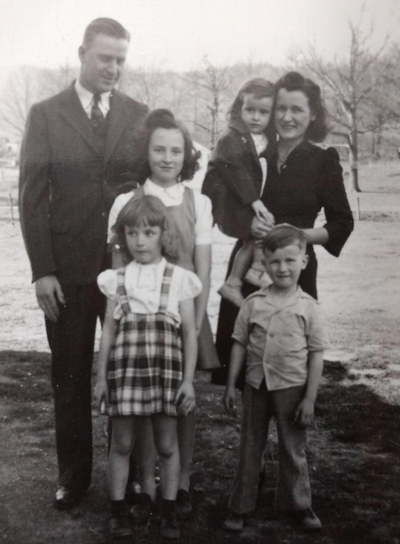 Clarence Carroll (Dad), Elizabeth (Mom), Jeanie, Nancy, Barbara (sisters) and Teddy