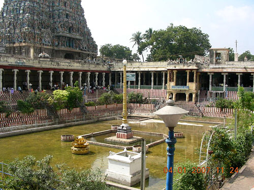 800px-MaduraiGoldenLotusTank1