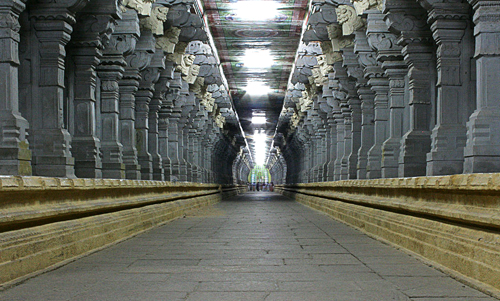 1024px-Sri_Ramanatha_swamy_Temple_Carridor