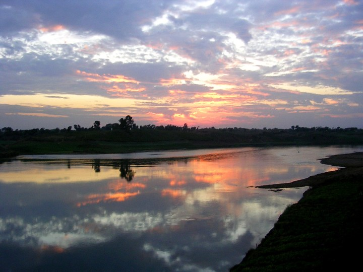 1600px-JhansiGhat