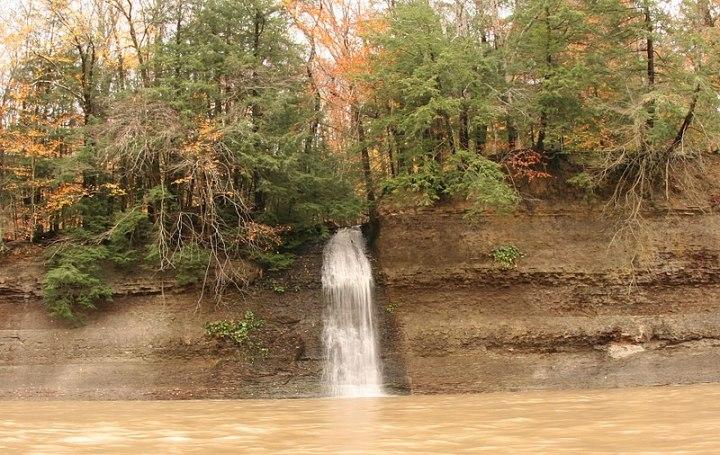 800px-An_ephemeral_waterfall
