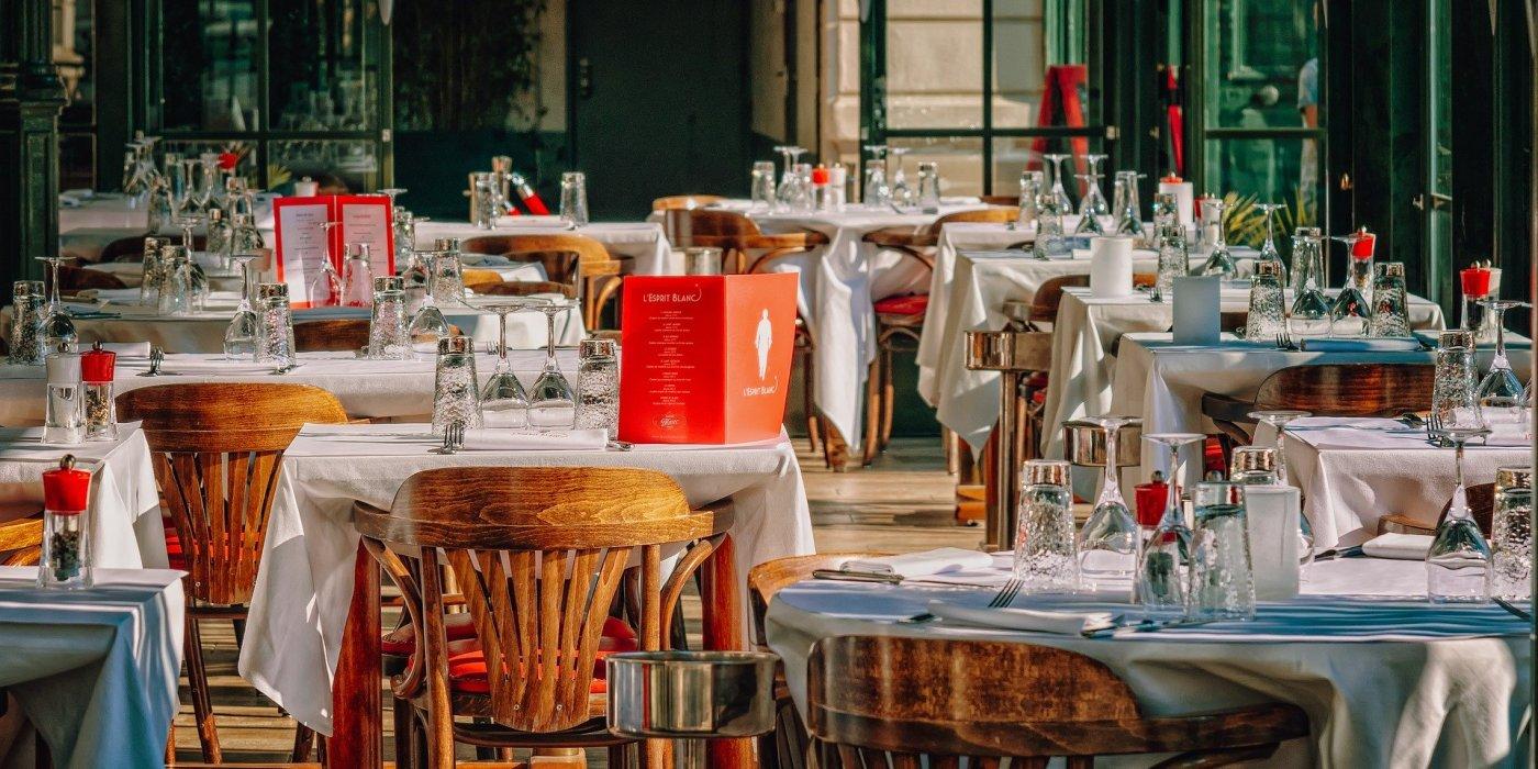 Częściowe otwarcie restauracji i barów od 18 maja. Na początek poważne ograniczenia 1