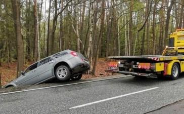 Chrysler wylądował w rowie 7