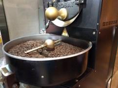 大型咖啡豆烘焙機,這還是我第一次看到