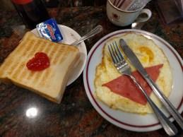 疊在蛋上一起煎的火腿,在香港找不到這樣的做法