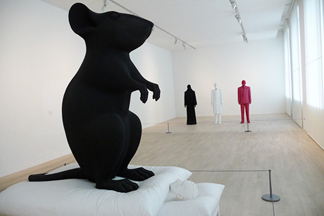 an earlier work by katharina-fritsch 'man and mouse' 1991 -92