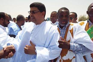 """صورة الوزير ولد أجاي يأمر مقربين منه بشتم نائب مكطع لحجار """"الشيخ ولد أمبارك"""" وتعييره بسواد لونه"""