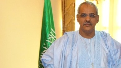 صورة السفير الموريتاني بدكار يتوعد ويهدد ويشتم مدير آسكنا أمام عمال الشركة بطريقة طفولية