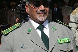صورة الرئيس ولد عبد العزيز يهنئ الشرطة