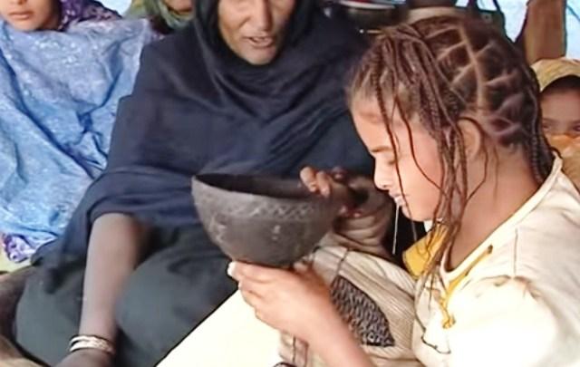 Leblouh, Tradisi Glonggongan Secara Paksa agar Gadis menjadi Lebih Gemuk