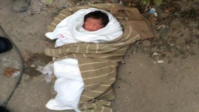 """صورة موريتانيا: سيدة ترمي طفلتها الرضيعة على قارعة الطريق قرب شارع """"ديمي"""""""