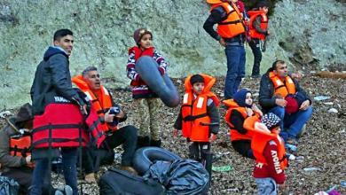 صورة غرق امرأة وإنقاذ عشرات المهاجرين قبالة سواحل اليونان