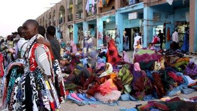 صورة الشرطة تطوق سوق العاصمة القديم (مرصت كبتال)  وتمنع التجار والمتسوقين من دخوله
