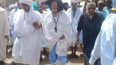 صورة مالي : الشيخ محمدو ولد الشيخ حماه الله يقود مسيرة احتجاجية ضخمة ضد النظام المالي