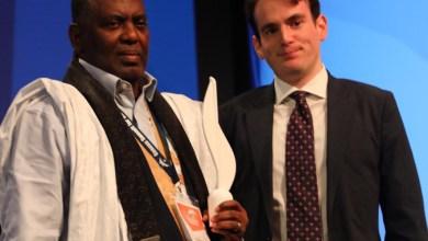 صورة قمة جنيف تكرم النائب بيرام بجائزة الشجاعة 2020