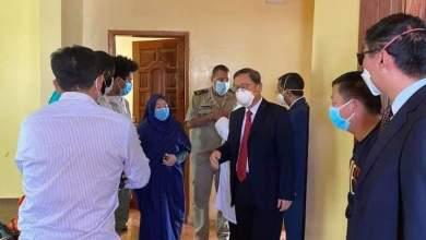"""صورة السفير الصيني لدى موريتانيا يزور 7 صينيين في مراكز احتجاز """"كورونا"""" في نواكشوط"""