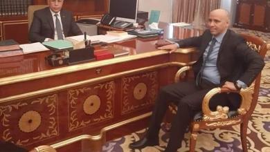 """صورة الرئيس غزواني يهنئ  ولد صلاحي بمناسبة عرض فيلم """"الموريتاني"""""""
