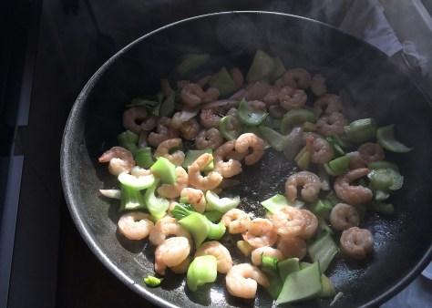 Pak-Choi-mit Krabben-Cashewkernen-Echtes-Essen