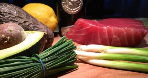Thunfisch-Tartar mit Avocado Zitrone und Olivenoel