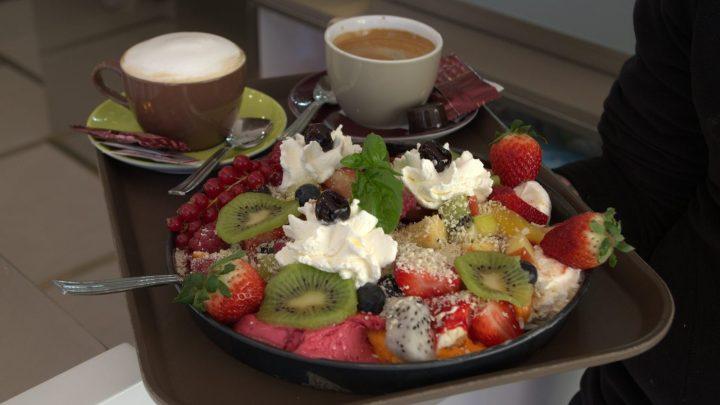 Fruchtkreationen und edler Kaffee im Eiscafé Roma / © Elisabeth Fischer, Stadt Wolfenbüttel