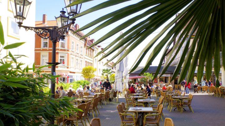 Terrasse des Eiscafé Roma / © Elisabeth Fischer, Stadt Wolfenbüttel