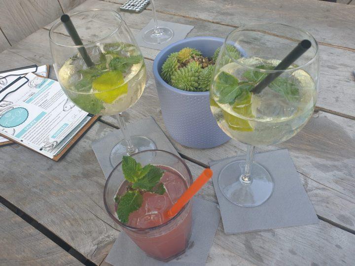 Getränke im KOMM Beach Club