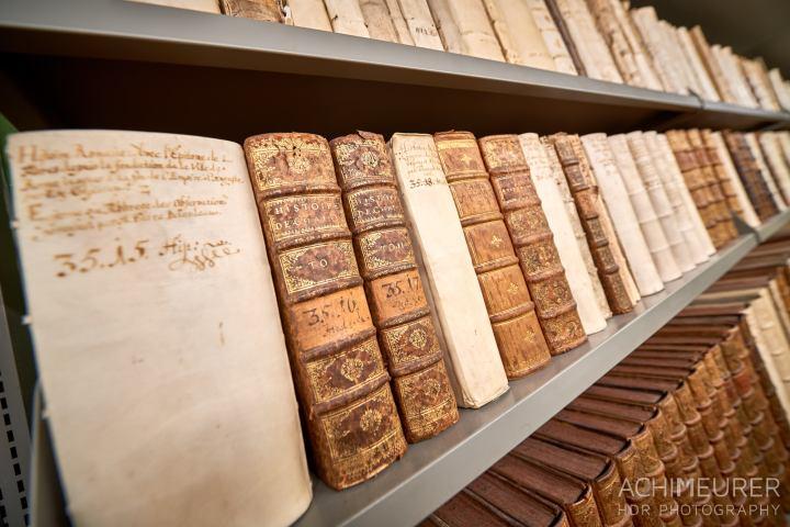 Alte Bücher wohin das Auge reicht