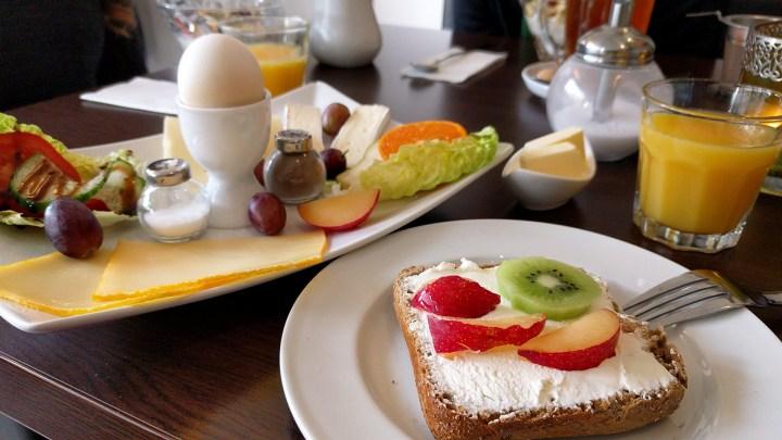 Käsefrühstück im Hofcafé