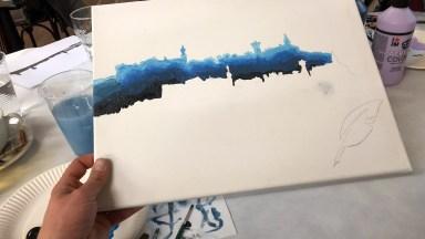 Gemalt, gezittert, gekleckert: Die erste Stadtsilhouette ist ausgemalt / © Jan-C. Ahrens, ZeitOrte