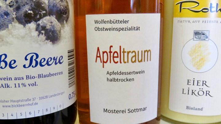Michael Beck ist bemüht, möglichst regional erzeugte Produkte anzubieten, zum Beispiel Apfelwein aus der Mosterei Sottmar.