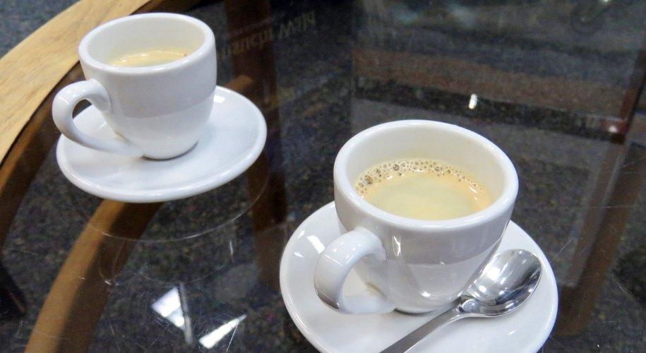 Bei Bücher Behr gibt es für mich einen gepflegten Espresso.