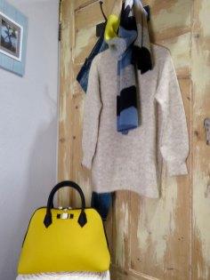 Eine gelbe Handtasche von UNIK.