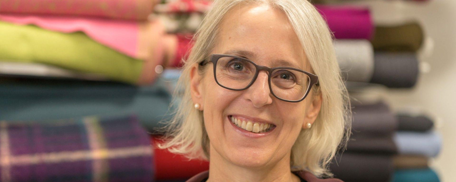 Barbi Kleinermann von Fingerhut Stoffe & Nähmaschinen.
