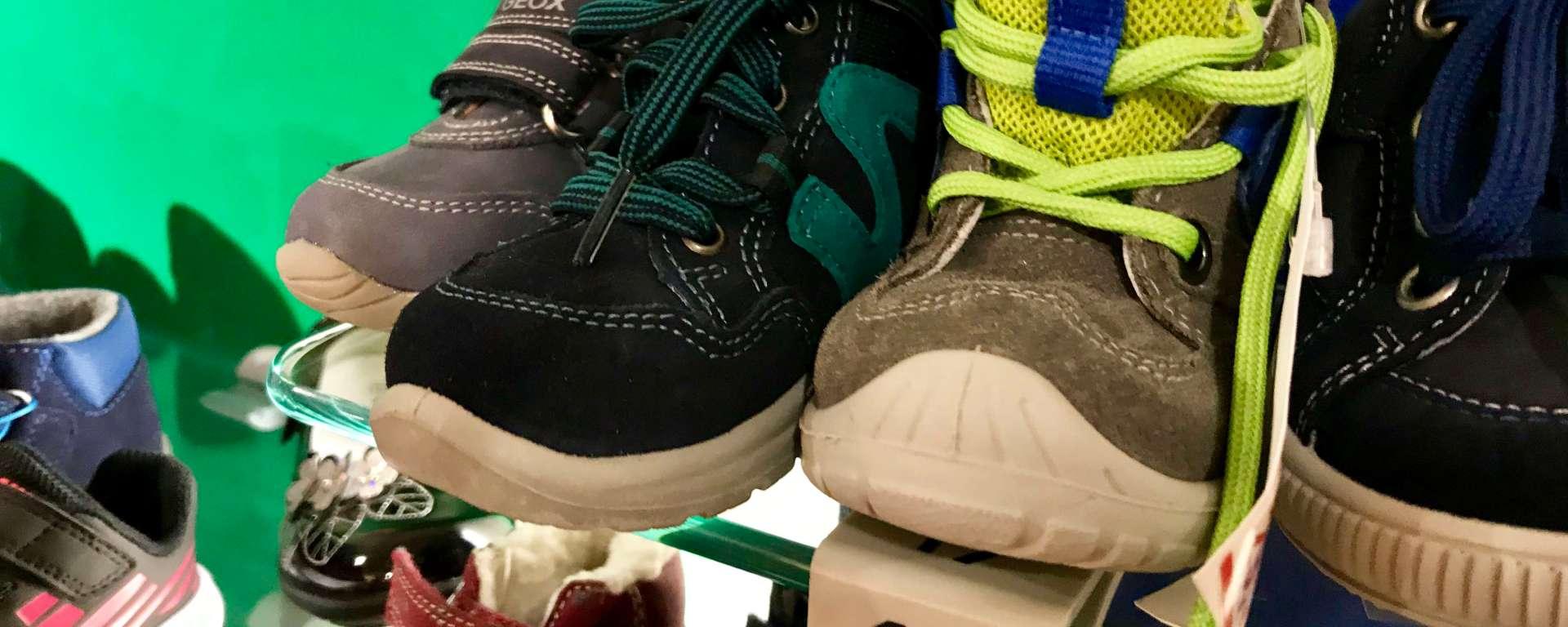 Kinder brauchen Schuhe in Größe 19.