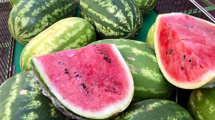 Wassermelonen gibt es nur im Sommer.