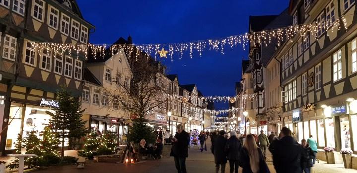 Weihnachtsbeleuchtung in der Fußgängerzone