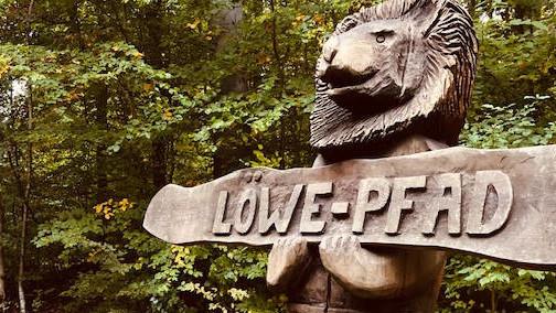 Ich starte meine Runde beim »Wald-Löwen«.