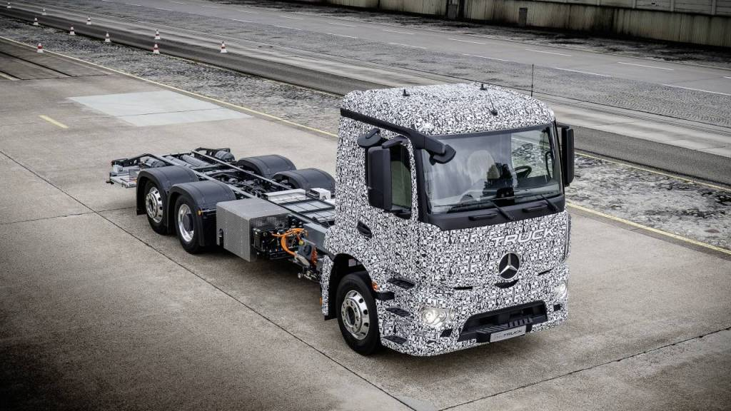 Lautlos liefern: Der Elektro-Lkw-Versuchsträger Urban eTruck von Mercedes-Benz fährt flüsterleise. Foto: Daimler AG Global Communications Commercial Vehicles