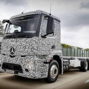 Summi statt Brummi: Der Elektro-Lkw-Versuchsträger Urban eTruck von Mercedes Benz fährt beinahe lautlos.