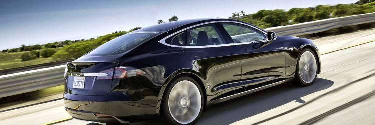 Elektroauto Tesla Model S in voller Fahrt, Creative Commons 2.0 Lizenz, Foto: Automotive Rhythms, Flickr.com-ID: 8281378362_b3ab110f15