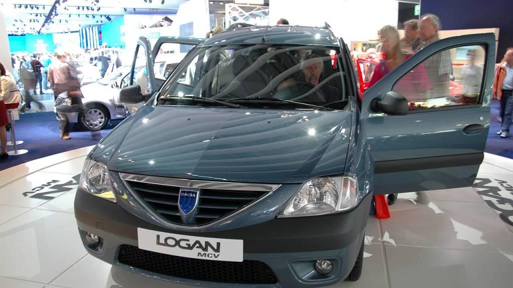 Bild des Minivans Dacia Logan MCV auf einem Ausstellungsstand der IAA 2007