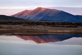 sunrise-at-lake-mountains-in-background-reflected-on-lake