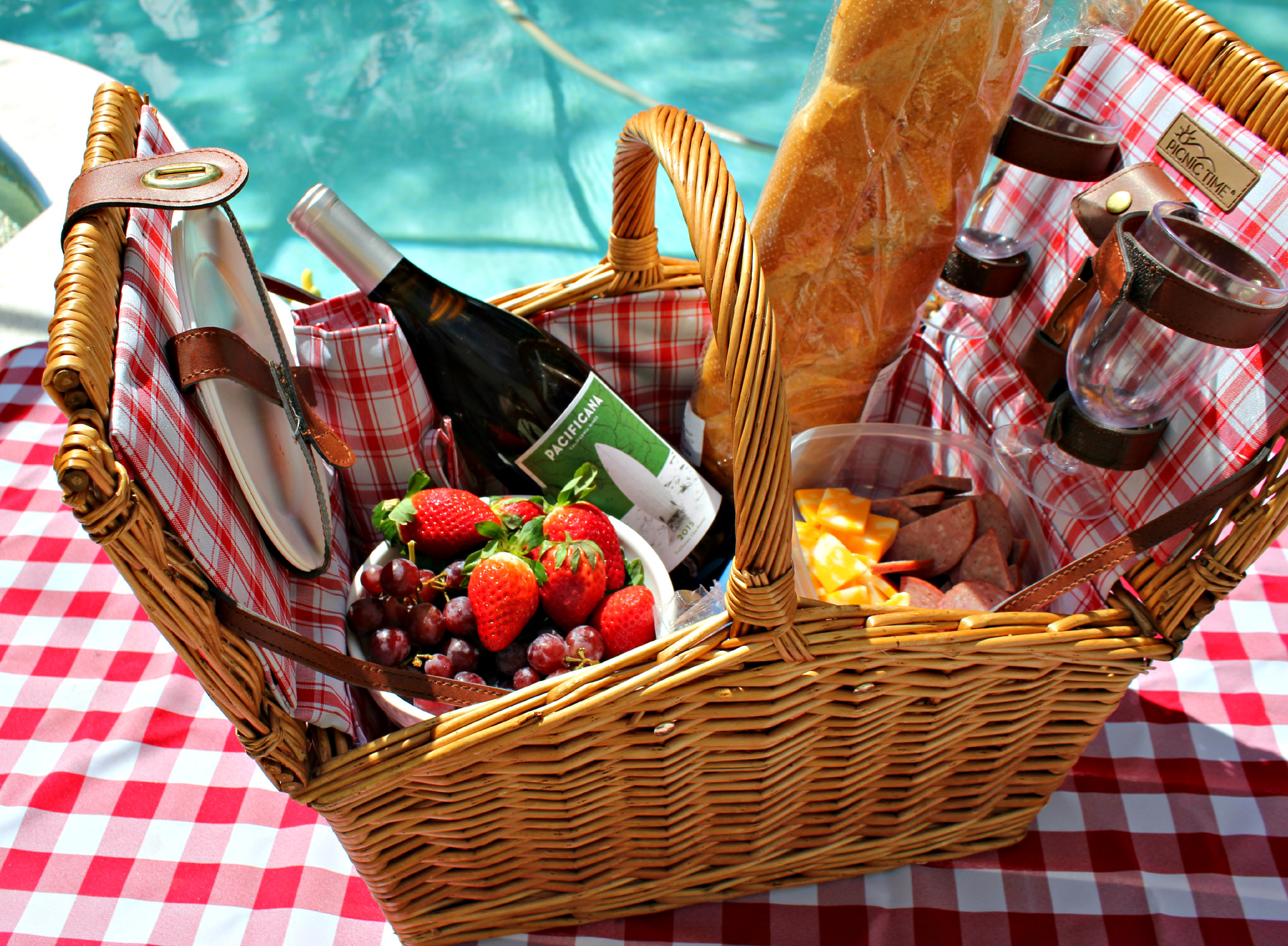 What to Pack in Your Picnic Basket