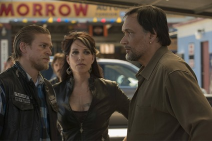 SONS OF ANARCHY Stolen Huffy -- Episode 504 (Airs Tuesday, October 2, 10:00 pm e/p) -- Pictured: (L-R) Charlie Hunnam as Jackson 'Jax' Teller, Katey Sagal as Gemma Teller Morrow, Jimmy Smits as Nero Padilla -- CR: Prashant Gupta/FX