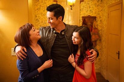 Maritza Sandoval (Elizabeth Pena), Tony Bravo (Gabriel Luna), Christina Sandoval (Isabella Gomez)