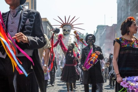 spectre-day of the dead parade