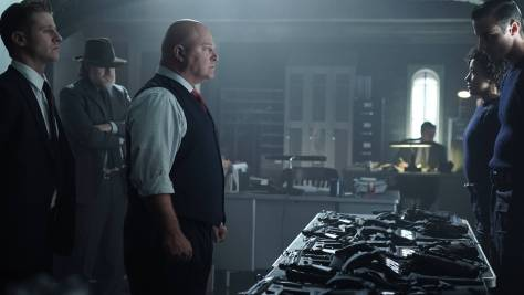 GOTHAM: (L-R) Captain Barnes (Michael Chiklis), Gordon (Benjamin McKenzie) and Bullock (Donal Logue) in the ÒRise of the Villains: Strike ForceÓ episode of GOTHAM airing Monday, Oct. 12 (8:00-9:00 PM ET/PT) on FOX. ©2015 Fox Broadcasting Co. Cr: FOX.