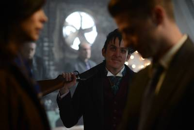 GOTHAM: L-R: Morena Baccarin, Robin Lord Taylor and Ben McKenzie in the ÒRise of the Villains: Worse Than A CrimeÓ episode of GOTHAM airing Monday, Nov. 30 (8:00-9:00 PM ET/PT) on FOX. ©2015 Fox Broadcasting Co. Cr: Nicole Rivelli/ FOX