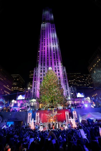 CHRISTMAS IN ROCKEFELLER CENTER -- Pictured: 86th Annual Christmas In Rockefeller Center  -- (Photo by: Peter Kramer/NBC)
