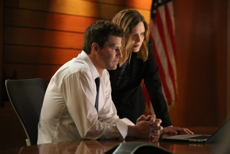 """BONES:  L-R:  David Boreanaz and Emily Deschanel in the special """"The Resurrection in the Remains"""" BONES/SLEEPY HOLLOW crossover episode of BONES airing Thursday, Oct. 29 (8:00-9:00 PM ET/PT) on FOX.  ©2015 Fox Broadcasting Co.  Cr:  Kevin Estrada/FOX"""